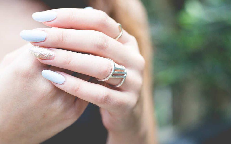 ژلیش ناخن را چگونه پاک کنیم؟ – نینوک نیل