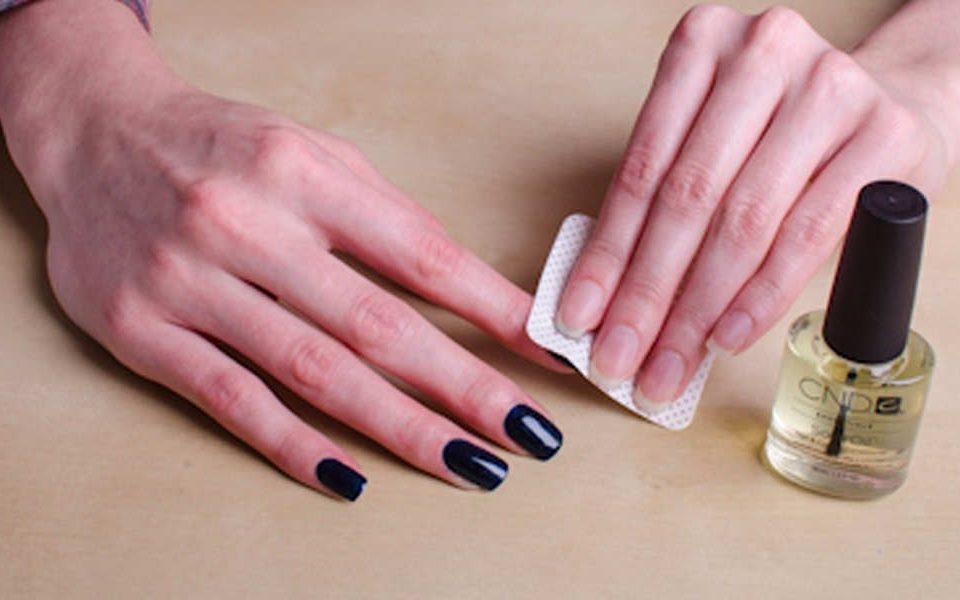 استفاده از روش های ساده و خانگی برای پاک کردن لاک از روی ناخن – نینوک نیل